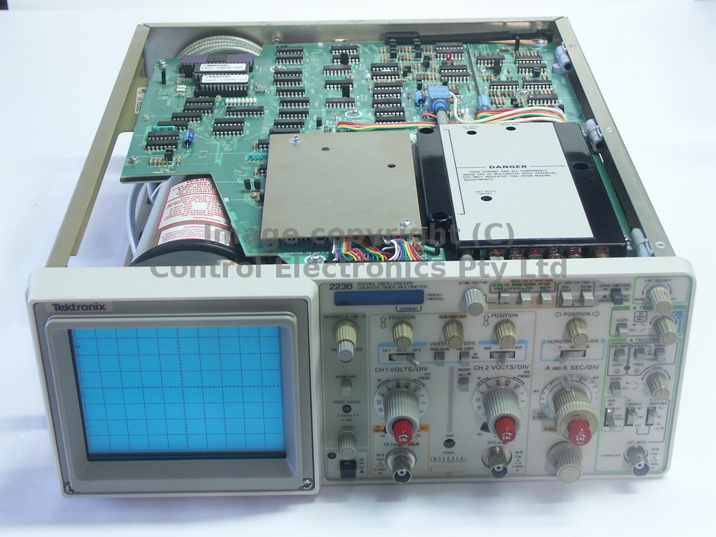 Tektronix 2236 internal view